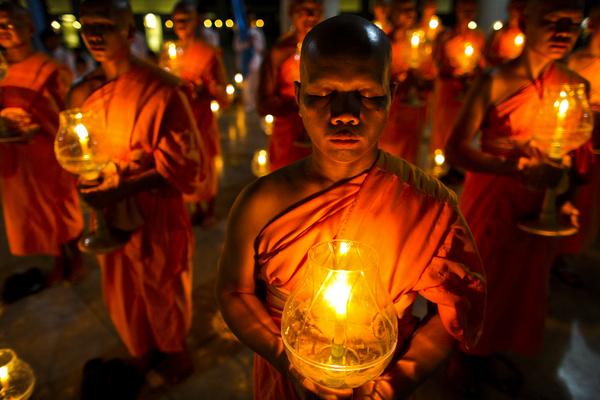 Buddhistiska högtider – läromedel i religion åk 4–6